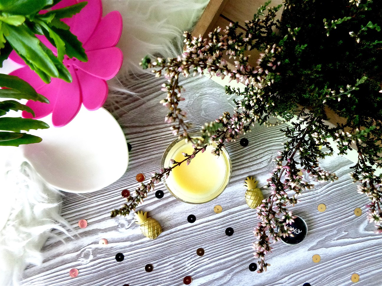 zdjęcie przedstawiające konsystencję serum Miya