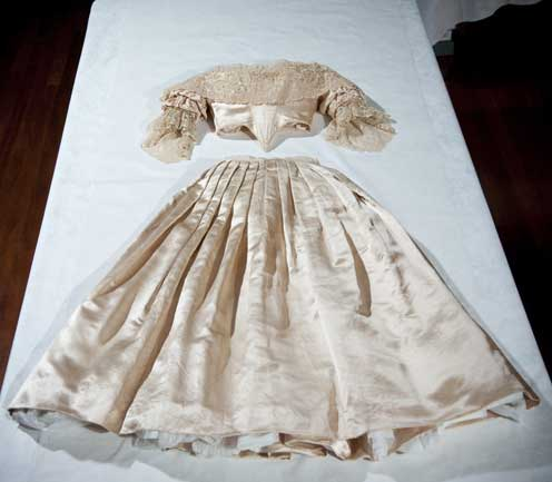 Queen Victoria Wedding Dress Kensington Palace The Royal Order ...