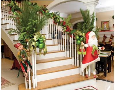 cómo decorar las escaleras muy bonitas en navidad