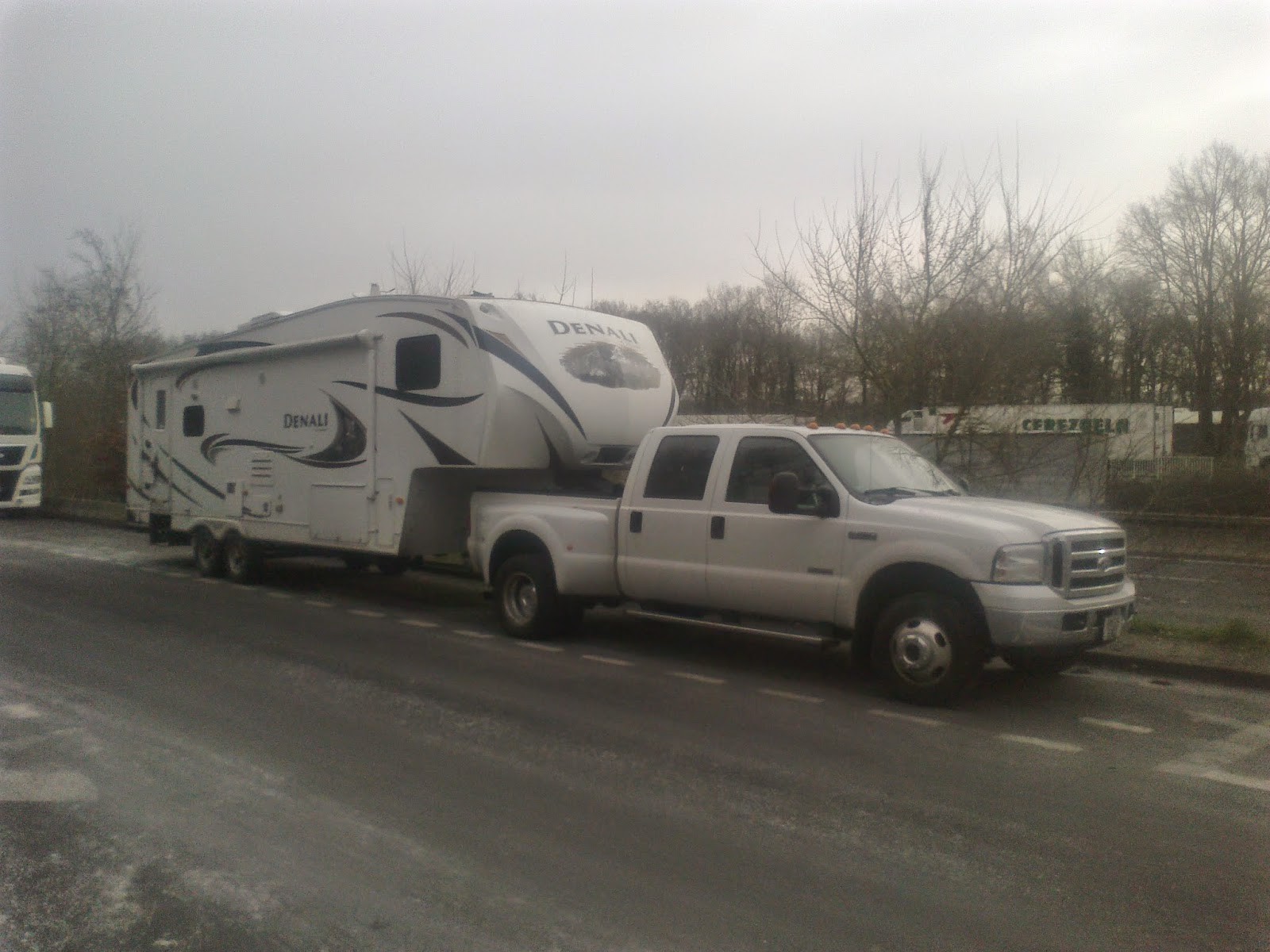 European 5th wheel and caravan delivery