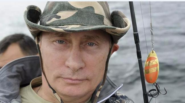 Ο Βλ. Πούτιν…έσπασε την σιωπή του για τις φωτογραφίες χωρίς μπλούζα