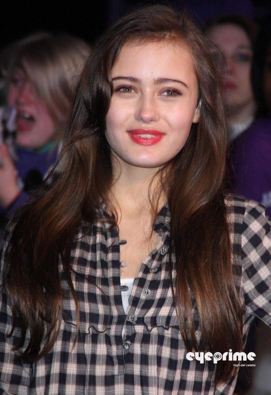 celebrity pics ella purnell