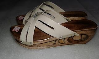 Kelom High Heels (Kelom Tasik) dan Sandal Kelom Modern