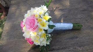 Is-Florist-Mataram-Bunga-Kemboja-Buket-Pengantin-01
