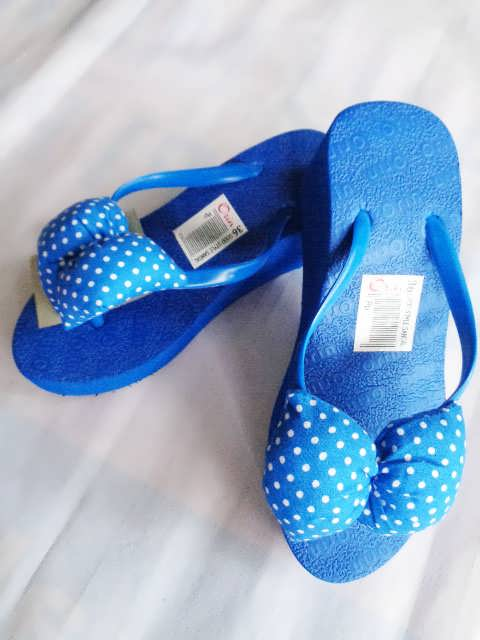 sandal spon Orin Polkadot biru