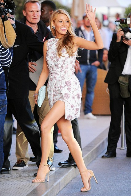 Blake Lively wore a dress by Giambattista Valli Couture with with Stuart Weitzman heels at Cannes 2014