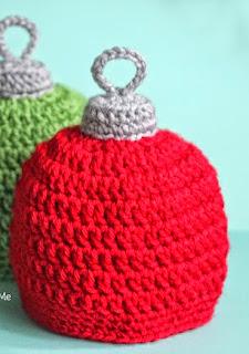 http://translate.googleusercontent.com/translate_c?depth=1&hl=es&rurl=translate.google.es&sl=en&tl=es&u=http://www.repeatcrafterme.com/2014/12/crochet-christmas-ornament-hat-pattern.html&usg=ALkJrhiQtJbNdE6zJrT5DzJB_bs8V_hfow