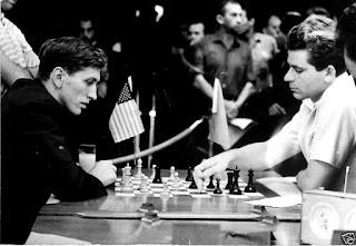 La expectación ante el enfrentamiento entre los equipos ruso y norteamericano en la XVII Olimpiada de Ajedrez sobrepasó el ámbito del propio deporte.