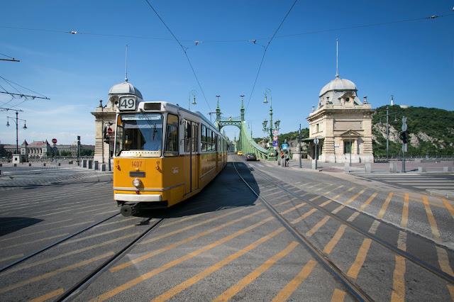 Ponte della libertà e tram-Budapest