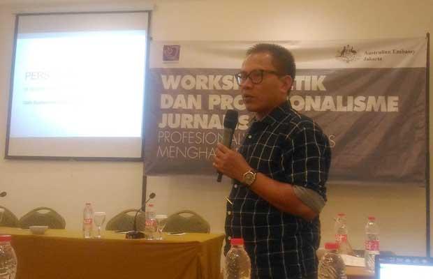 Ketua AJI Indonesia, Abdul Manan dalam Lokakarya Etik dan Profesionalisme Jurnalis di Kota Malang, Jumat (29/3/2019) Maret 2019. (Foto: BATUKITA.com)