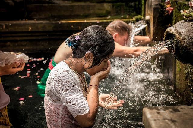 जानिये हिन्दू धर्म के अनुसार स्नान कब और कैसे करना चाहिए ??