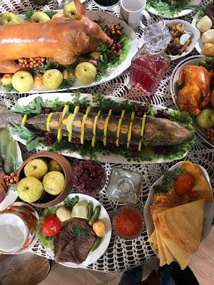 Các món ăn trên bàn tiệc năm mới của người Nga là gì