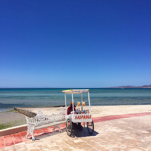 puesto de raspados en la playa