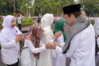 <b>TGB: Halal Bihalal Paska Idul Fitri, Tradisi Saling Mema'afkan</b>