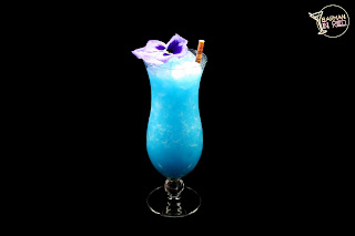 coctel coco blue barman in red
