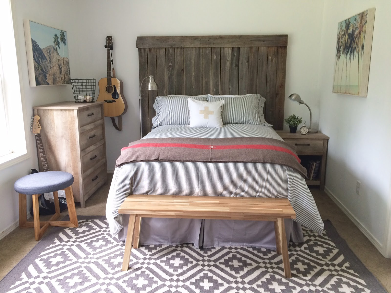 Little farmstead tween teen boy 39 s bedroom makeover for Farmhouse style bed