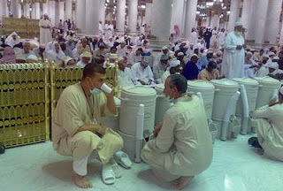 Doa Ketika Minum Air Zam-Zam Lengkap Bahasa Arab, Latin dan Artinya
