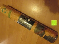 """Verpackung: Yogamatte """"Yoganidra"""" Die ideale Yoga- und Gymnastikmatte für Yoga-Einsteiger. Maße: 183 x 61 x 0,4cm / Bambus"""