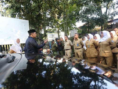 Ridwan Kamil Sidak Kantor Kecamatan Sumur Bandung