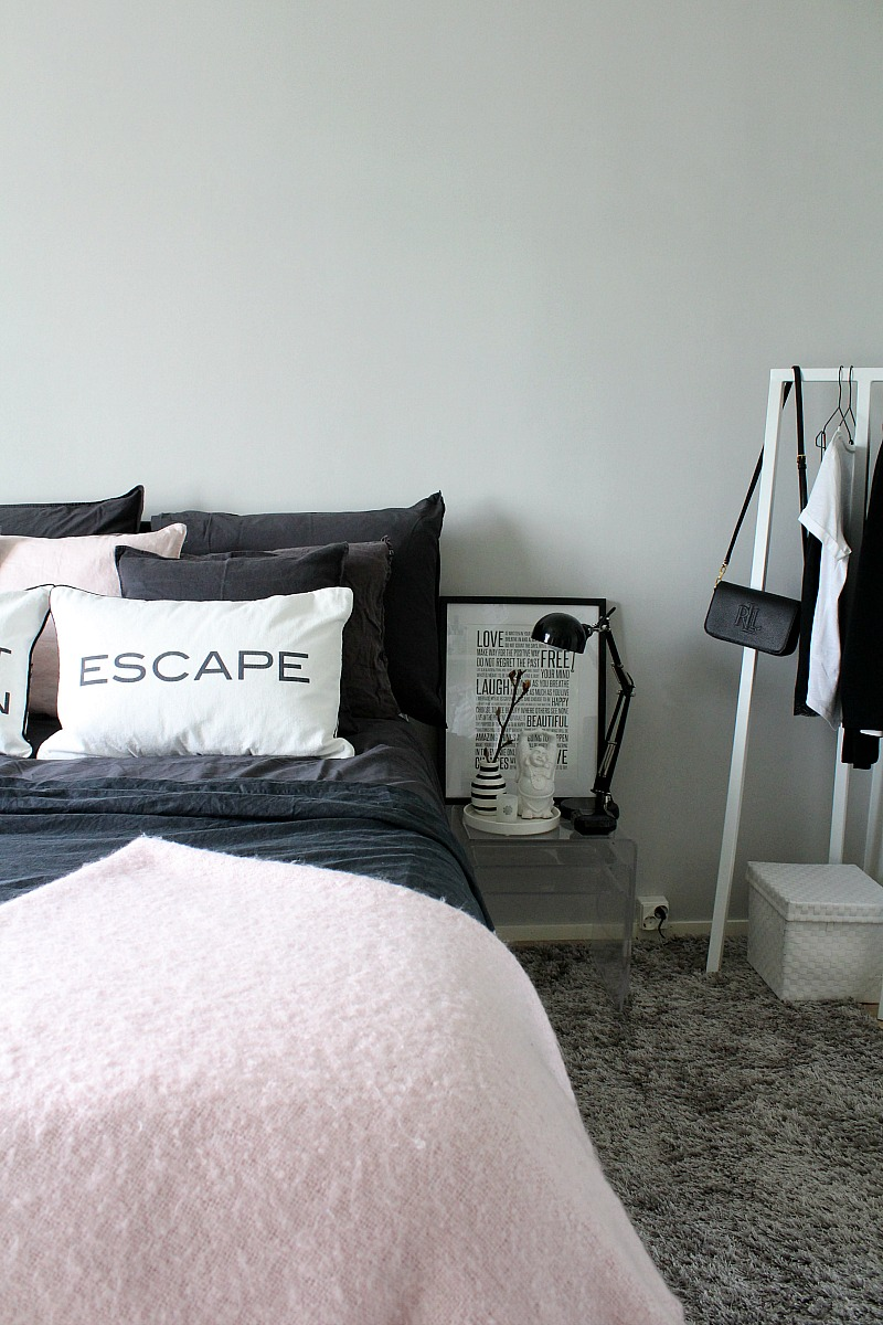 grey and pale pink in the bedroom decor