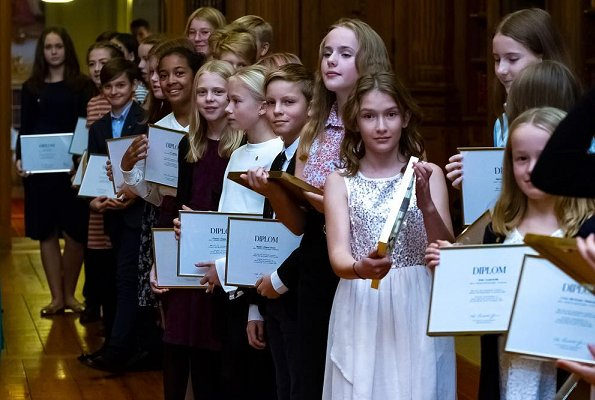 Queen Silvia presented Mayflower 2018 diplomas to 6th-8th grade students of Adolf Fredrik Music School who have collected the highest amount donation