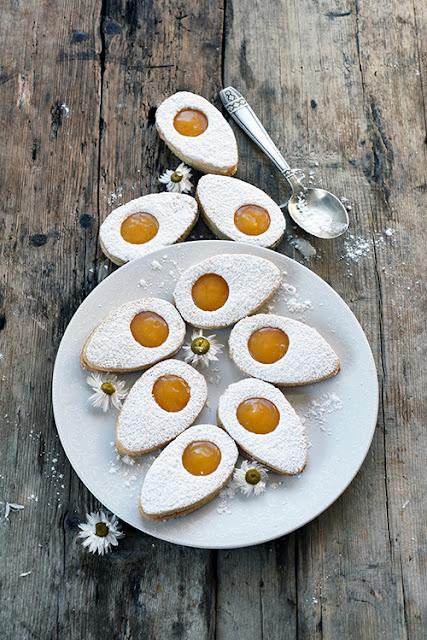 http://www.regal.fr/recettes/desserts/biscuits-sables-de-paques-13076
