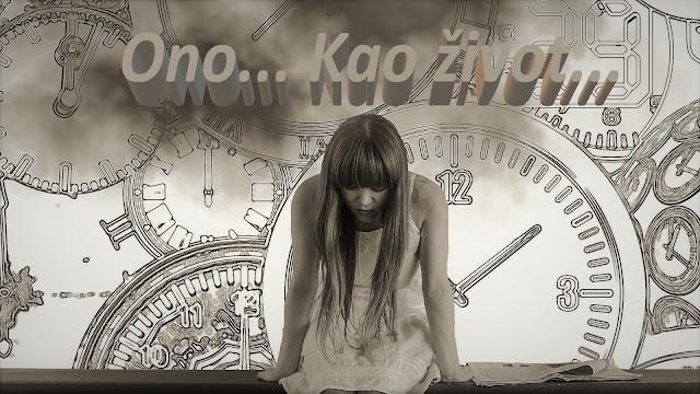 Ono... Kao život... Devojka sedi a u pozadini su satovi koji označavaju protok vremena