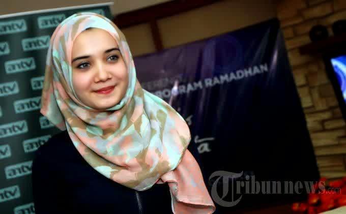 Model hijab Zaskia Sungkar modern