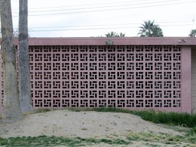 Roster Beton sebagai dinding