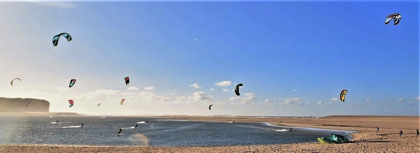 Kite surfing at the beach of Foz do Arelho