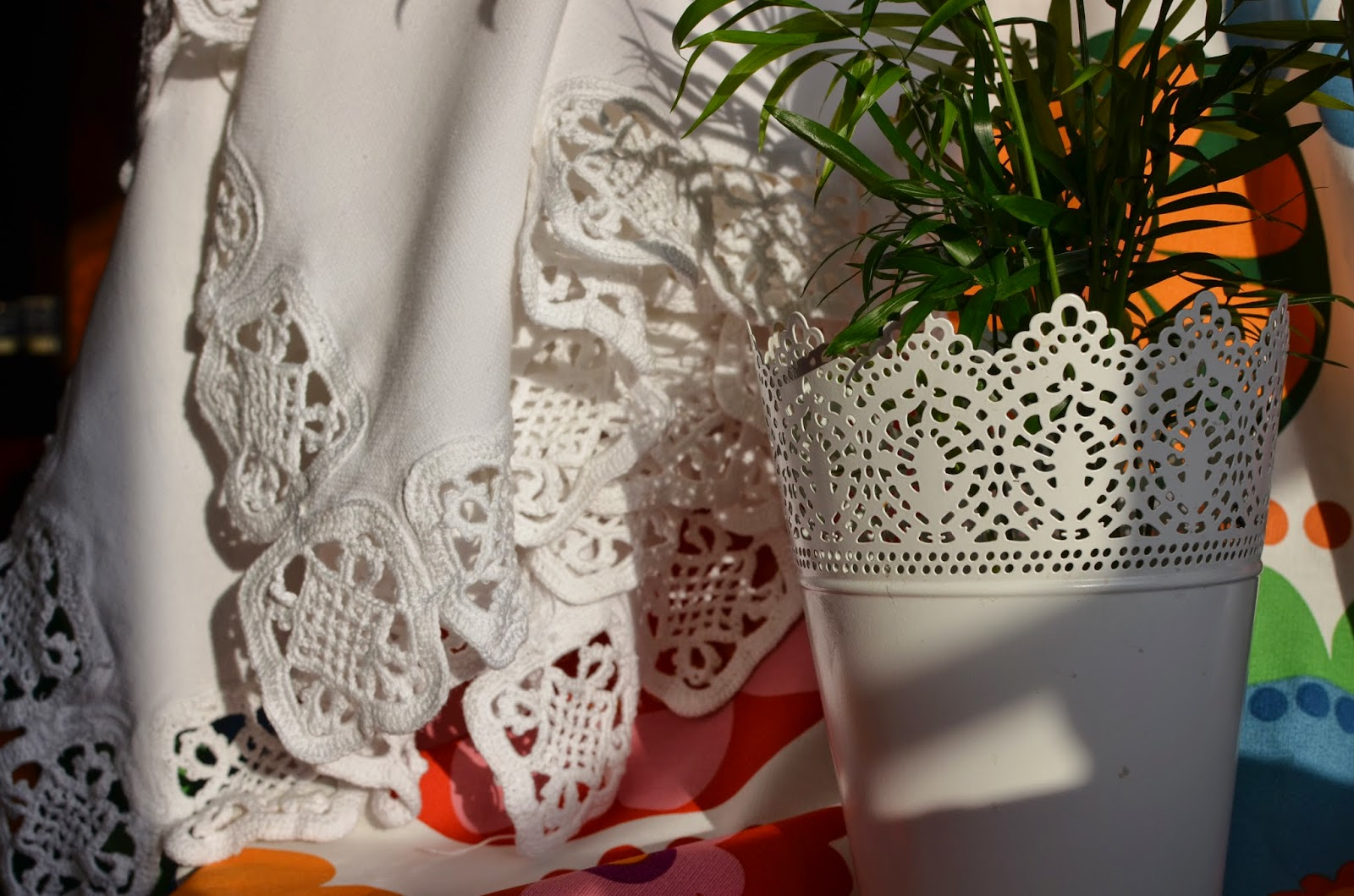 Crochet handmade manteler a blanca con aplicaciones de - Aplicaciones a ganchillo ...