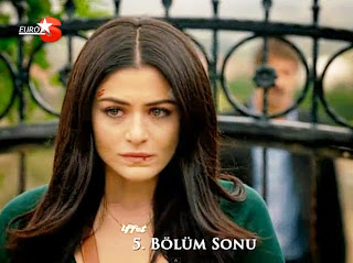 Dilek and Ali Ihsan have some argues concerning what happened with Erhan, Emine and Iffet. Later, Dilek will try to persuade Iffet that his older brother has secret and bad intentions so she would better not trust him.