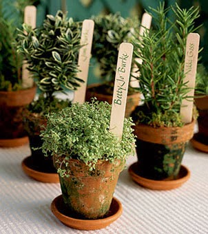 10 Garden Themed Wedding Favors