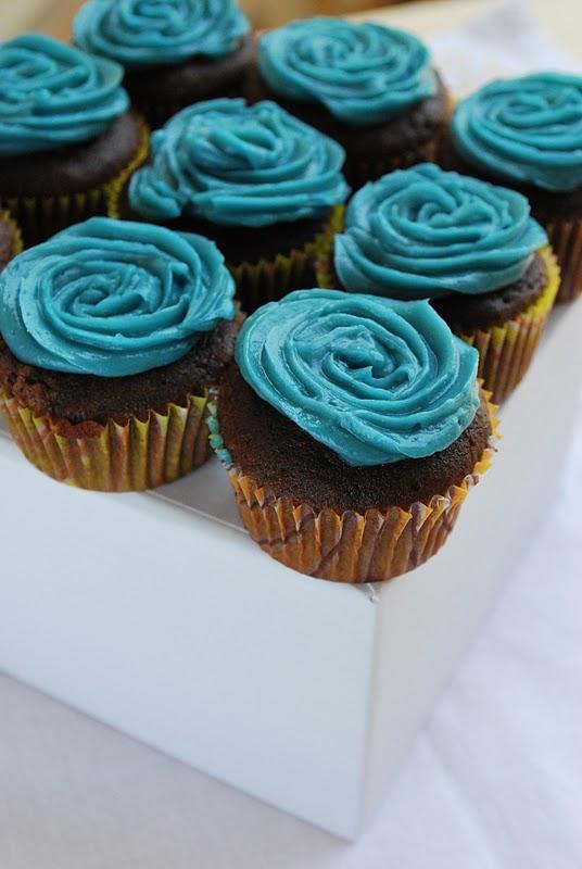 Red, White and Blue Vanilla Cupcakes   Blue Vanilla Cupcakes