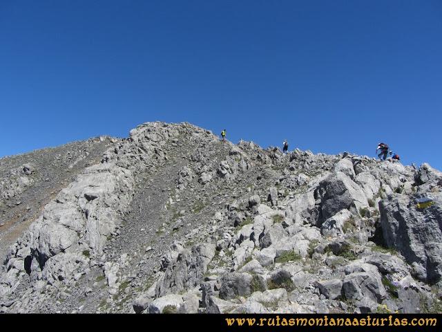 Ruta Tuiza de Arriba-Peña Ubiña: Arista final