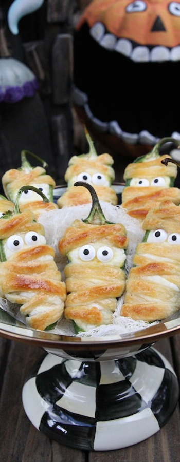 Halloweeño Jalapeño Popper Mummies via The Hopeless Housewife
