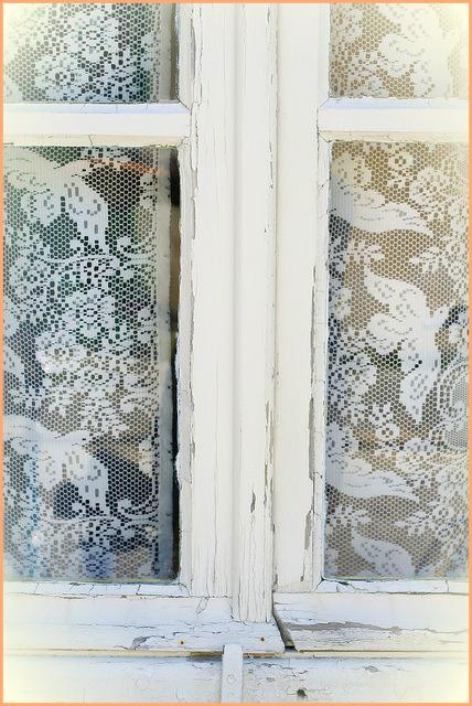 Decorar una ventana con encajes