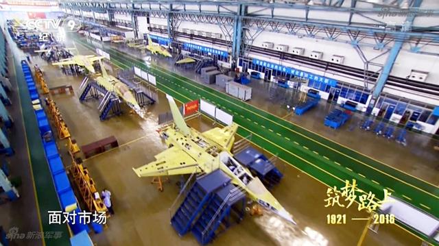 الصين تكشف النقاب عن طائرتها الهجومية الجديدة من طراز L-15B Chinese%2BHongdu%2BL-15%2BProduction%2Bline%2B3