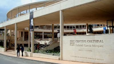 frente del  Centro Cultural Gabriel García Márquez