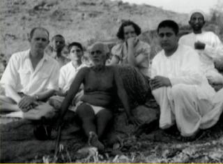 https://leokamarius.blogspot.de/2017/10/swami-lakshman-joo-la-picioarele-lui.html