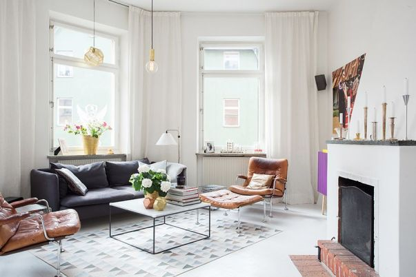 Cortinas blancas salón estilo escandinavo