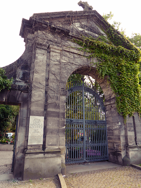 Main entrance to Matthäus Kirchhof cemetery in Berlin