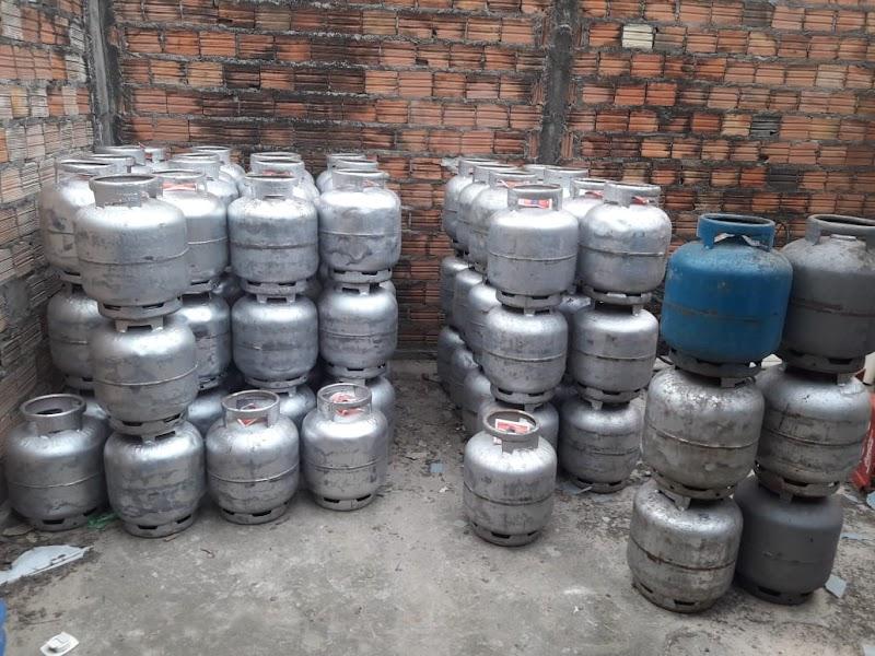 Policia Civil apreende mais de 270 botijões de gás que eram vendidos ilegalmente em Cururupu.