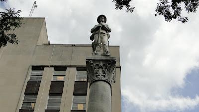 http://4.bp.blogspot.com/-JWHUPJ0PVLQ/Tb_qAlgEDvI/AAAAAAAAJ_E/qfJ53VfXc4Y/s1600/confederate_soldiers_memorial_rapides_parish_louisiana_top_1914.jpg