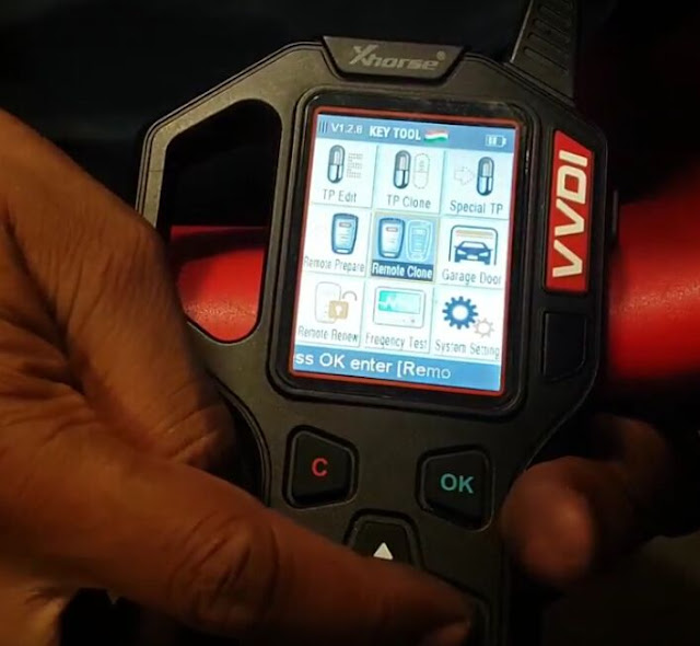 vvdi-key-tool-copy-Mahindra-Scorpio-remote-1