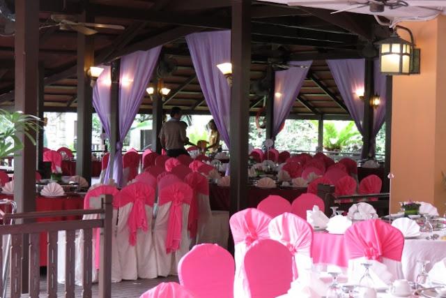 outdoor table arrangment