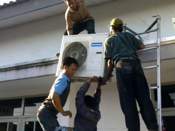 Layanan Jasa Bongkar Pasang AC di Kota Bambu Selatan 0813.1418.1790 Meruya Selatan - Kemanggisan - Joglo - Jakarta Barat CV. SEJAHTERA JAYA TEKNIK