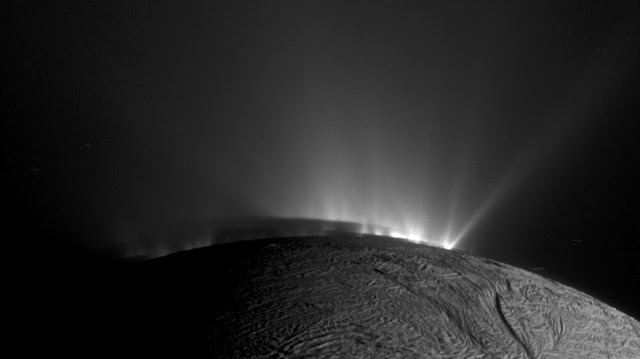 Scientists find evidence of complex organic molecules from Enceladus