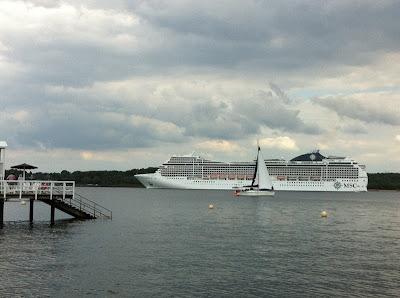 MSC Kreuzfahrtschiff auf der Kieler Förde