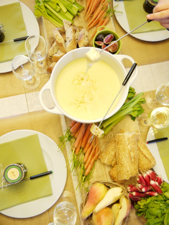 A Cheese Winter Fondue Party - BirdsParty.com